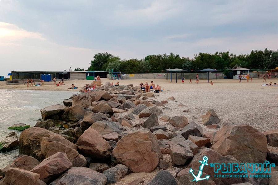 Вид нашего пляжа с камней
